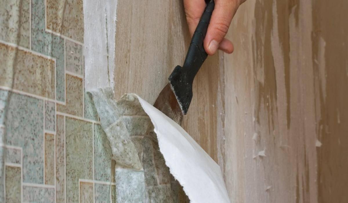 Как быстро снять старые обои со стен, потолка