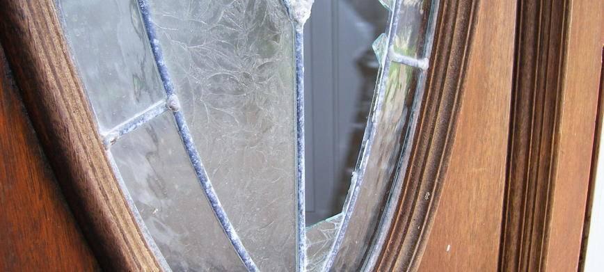 Замена стекла в межкомнатной двери своими руками + видеоурок