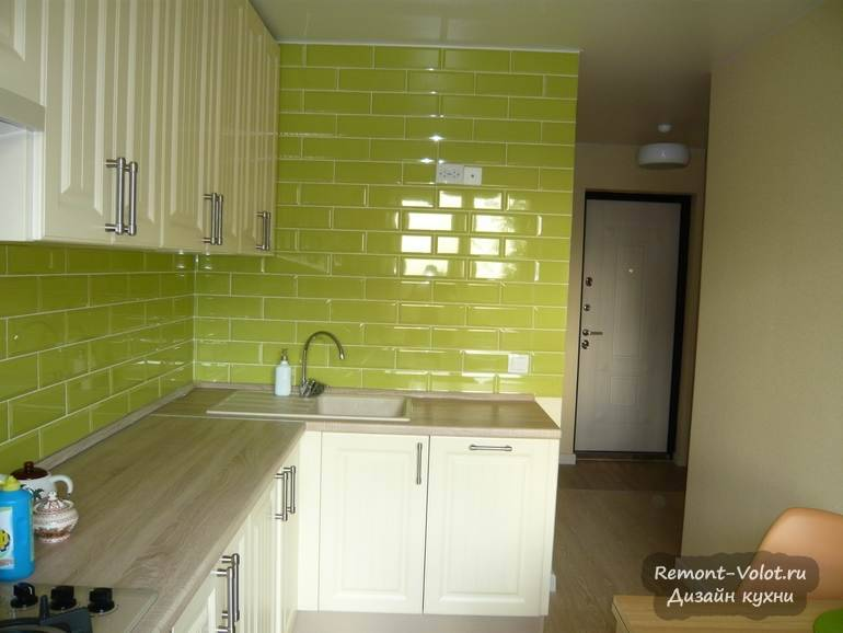 Дизайн и планировка кухни размером 9 кв. м с диваном