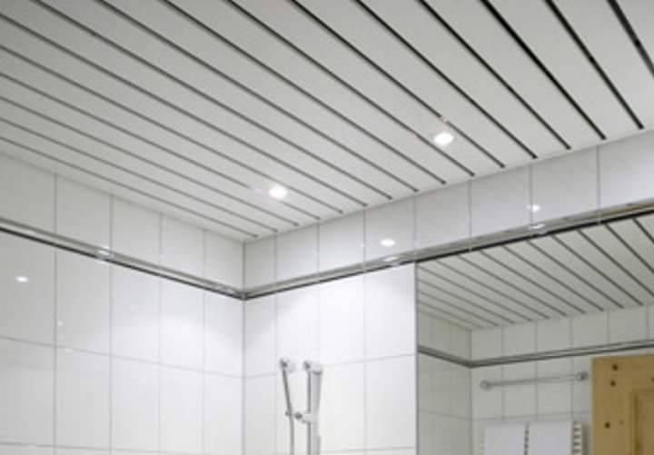 Потолок из сайдинга своими руками – укладка на кухне, в ванной или туалете - особенности монтажа