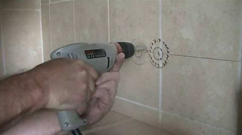 Как сверлить кафельную плитку на стене, чтобы не треснула