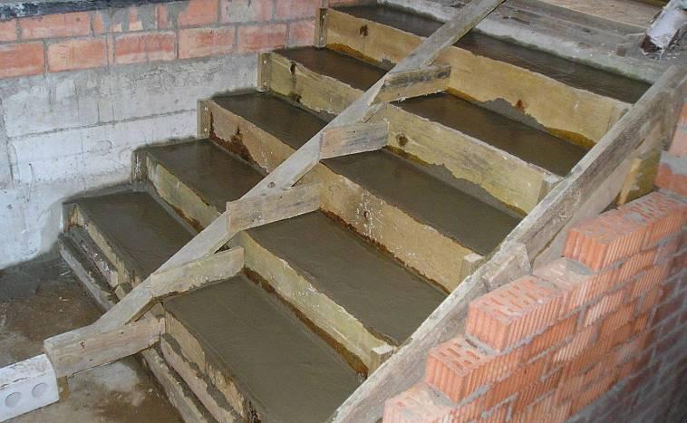Как сделать ступеньки для крыльца – действия по изготовлению изделия из дерева и бетона