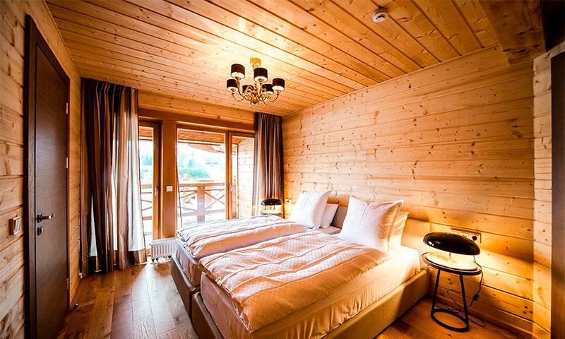 Чем отделать потолок в деревянном доме – обзор материалов