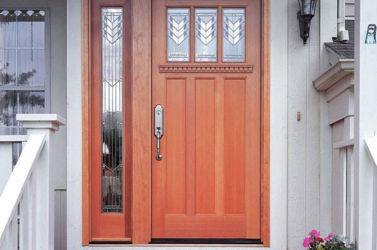 Входная дверь в частный загородный дом: деревянная, пластиковая, металлическая. безопасность и установка своими руками