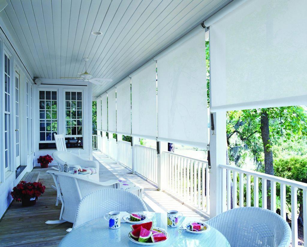 Как выбрать жалюзи для балкона: вертикальные, горизонтальные, рулонные