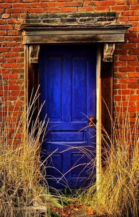 Красим двери своими руками - простые способы для новичков на фото