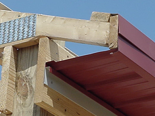 Как подшить карниз крыши