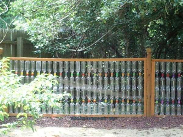 Как сделать забор из пластиковых бутылок - всё для дома - медиаплатформа миртесен