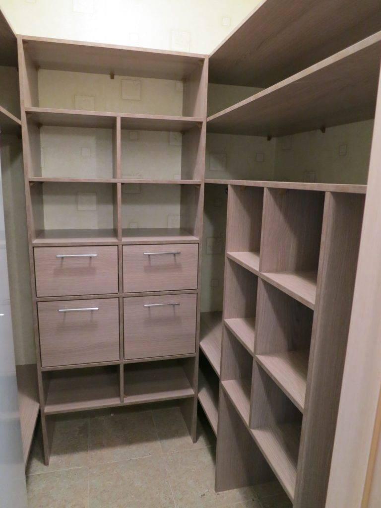 Как сделать гардеробную комнату из кладовки: идеи обустройства |+50 фото