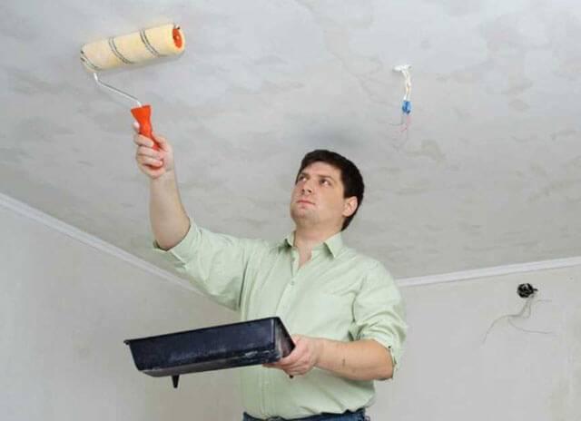 Один из способов шпаклевки потолка для идеальной окрашенной поверхности