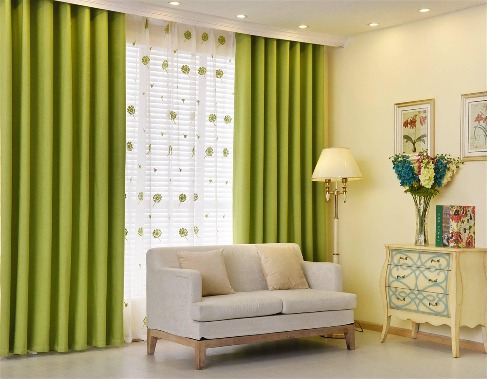 Создание уютного интерьера с помощью штор зеленого цвета