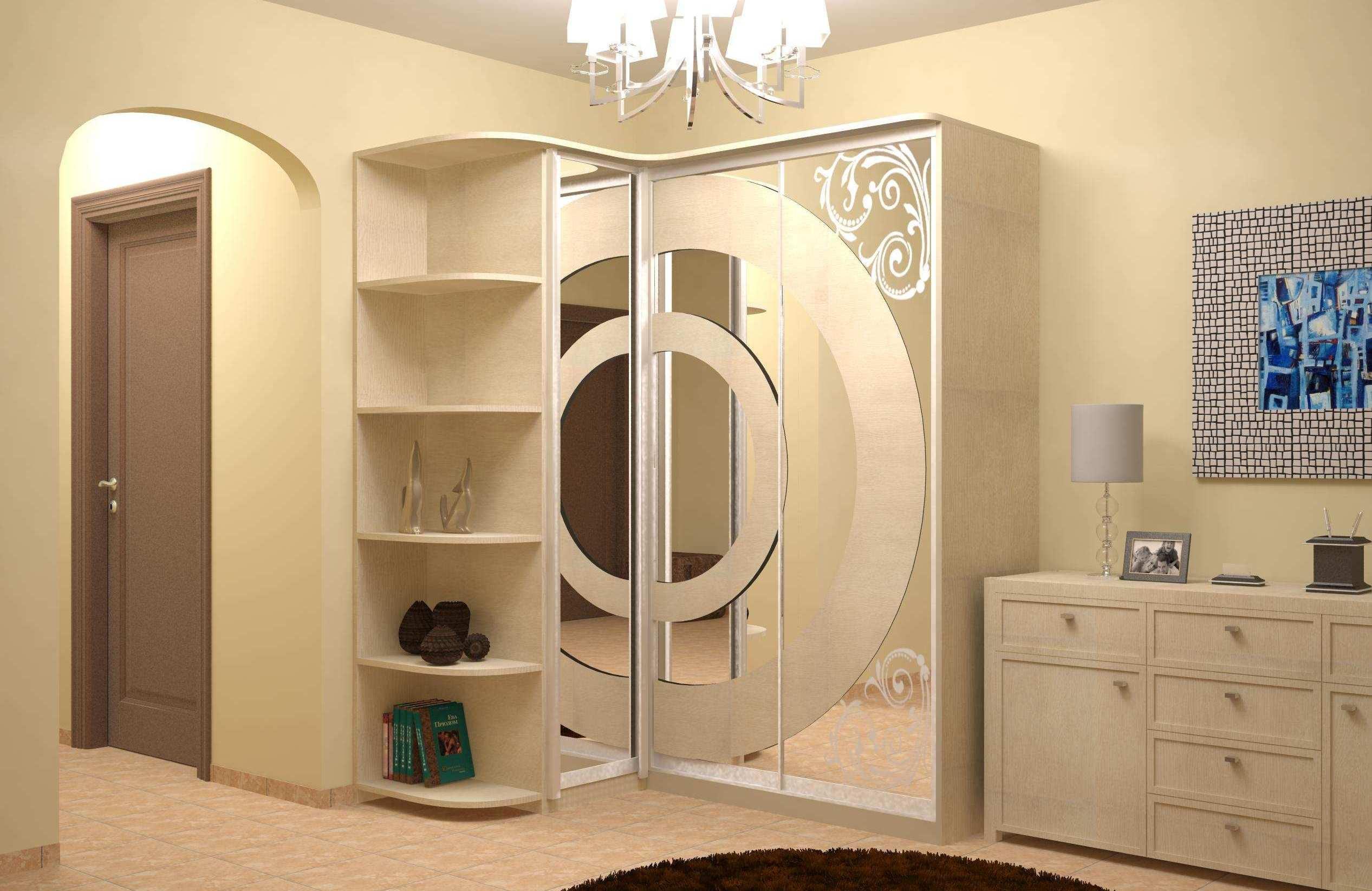 Трехстворчатый шкаф купе с зеркалом, особенности и варианты оформления
