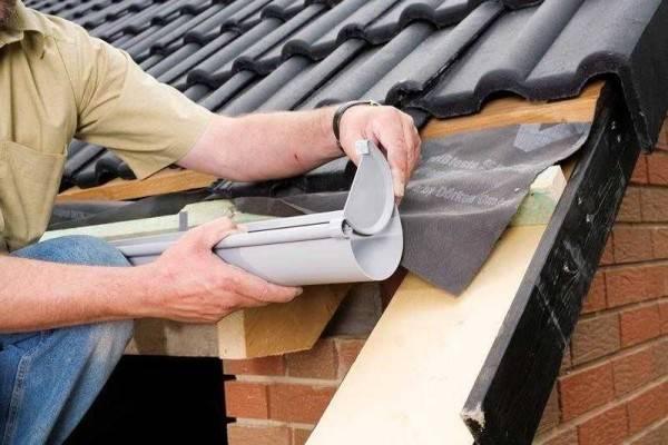Установка водостоков для крыши своими руками: монтаж и крепление