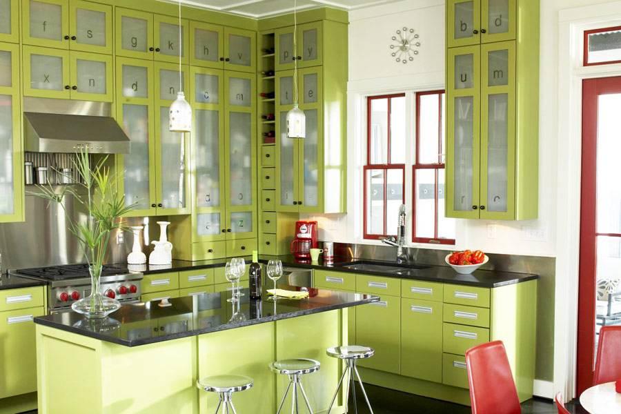 Сочетание зеленого цвета с другими цветами в интерьерах разного стиля