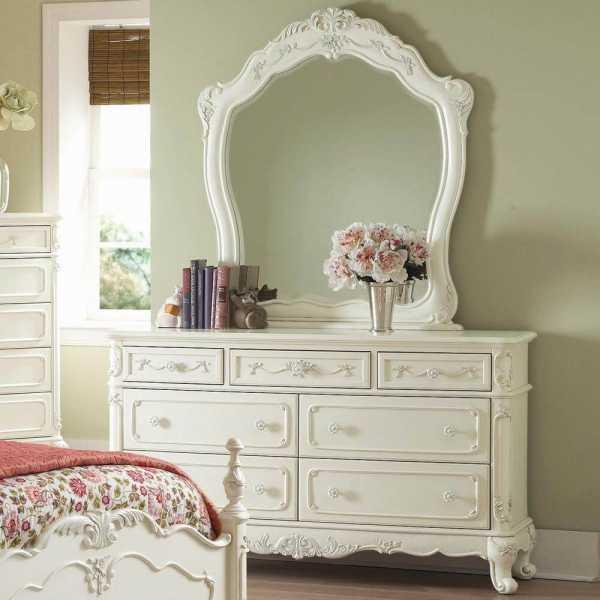 Комод с зеркалом в спальню, преимущества и недостатки мебели
