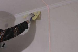 Как клеить обои под покраску: пошаговая инструкция с видео