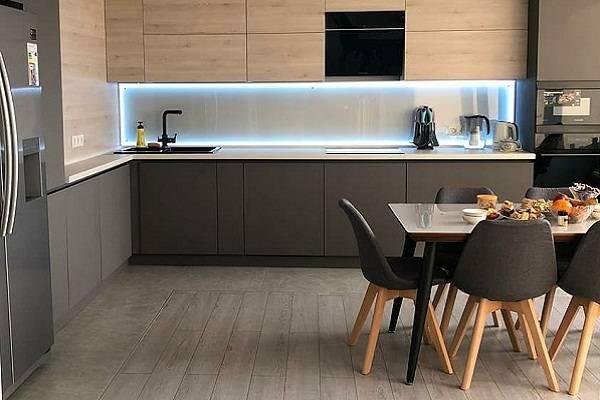 Кухня под потолок - стоит ли так делать (плюсы и минусы)