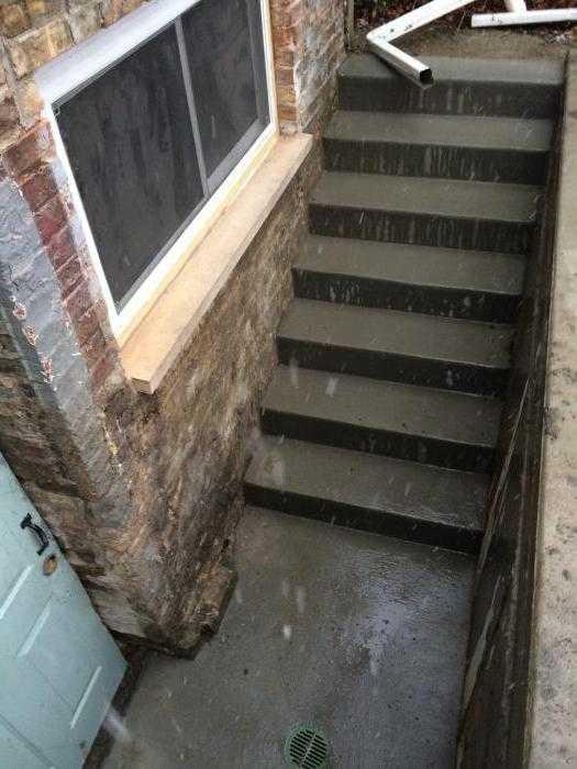 Особенности обшивки лестницы из бетона деревом