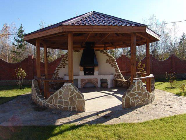 Застекленные беседки с мангалом, барбекю и печкой (28 фото): красивые варианты построек в ландшафтном дизайне участка