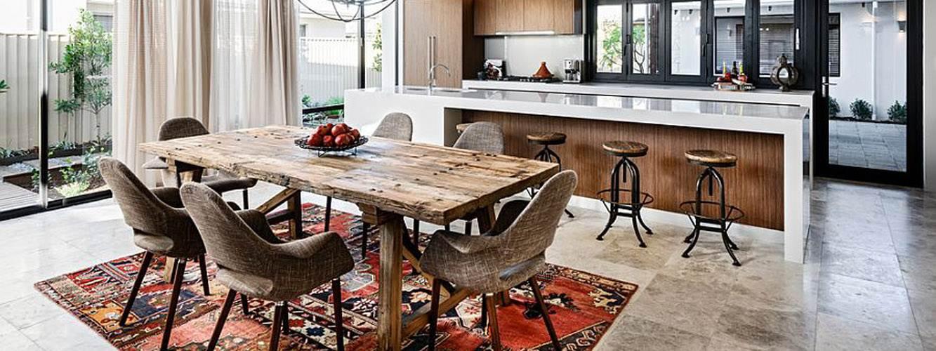 Ковер на кухню на пол: коврик дорожкой, жесткий палас, а также циновка для кухонного интерьера в рабочей и обеденной зоне