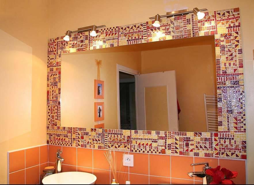Стеклянная мозаика (61 фото): мозаичная керамическая плитка на сетке, варианты из цветного стекла размером 4 см