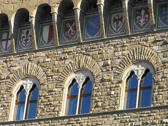 Русстый фасад: особенности и варианты технологии нанесения на стены