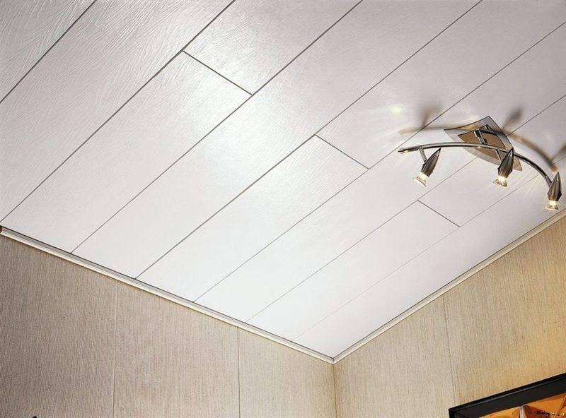 Отделка потолка на даче: идеи оформления с фото