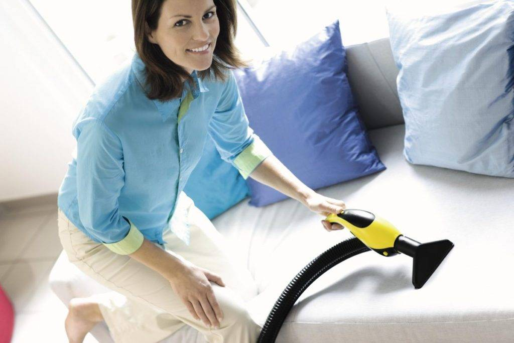 Как почистить диван и другую мягкую мебель в домашних условиях
