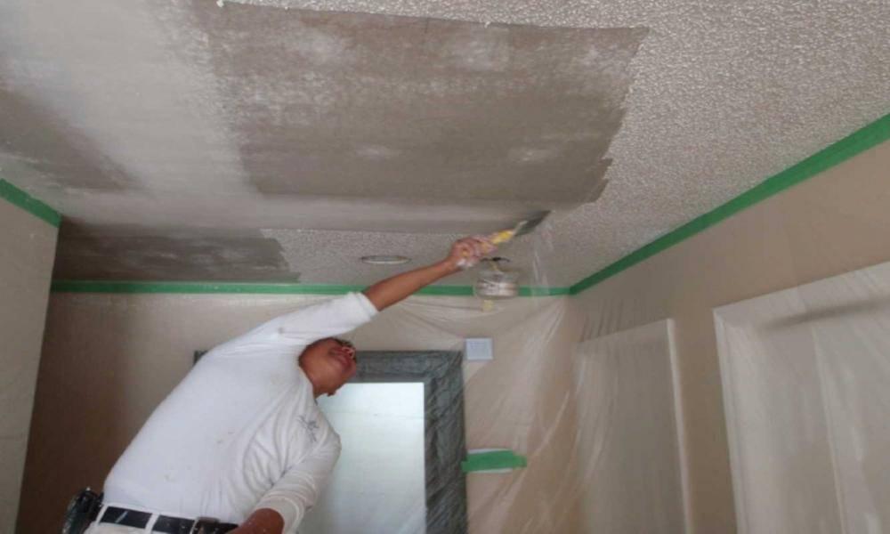 Как смыть побелку с потолка?