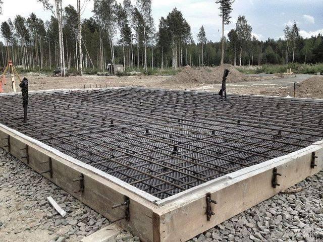 Толщина монолитной плиты фундамента: порядок расчета, минимальная толщина