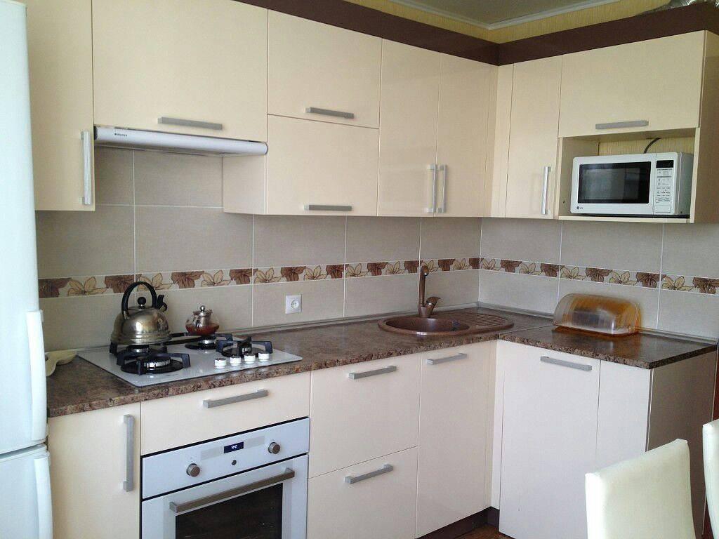 Светлая кухня: 75 фото дизайна и оформления кухонного интерьера