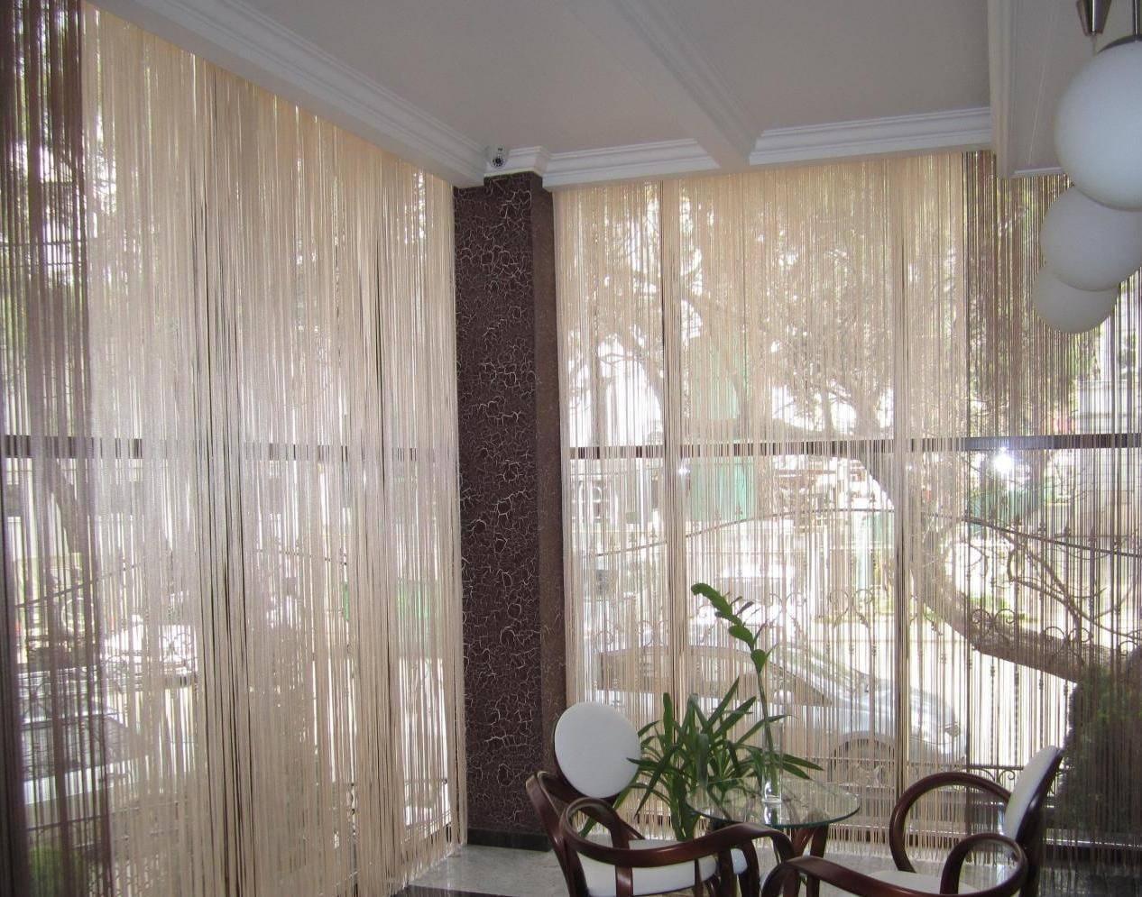 Варианты уютного дизайна балкона с панорамным остеклением