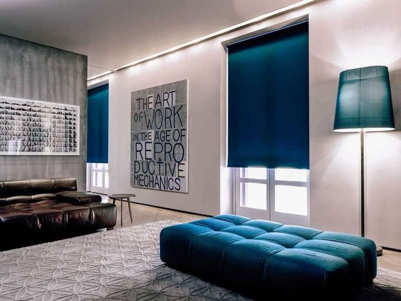 Шторы в зал с балконной дверью (55 фото): новинки дизайна тюля на окно гостиной с балконом. тюлевые занавески и другие варианты