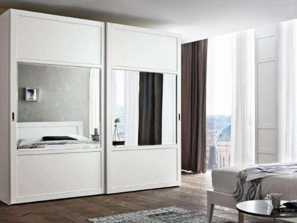 Белые шкафы-купе в спальню (49 фото): особенности современных моделей в светлых тонах с зеркалом, варианты дизайна черно-белых матовых шкафов и мебели с глянцем