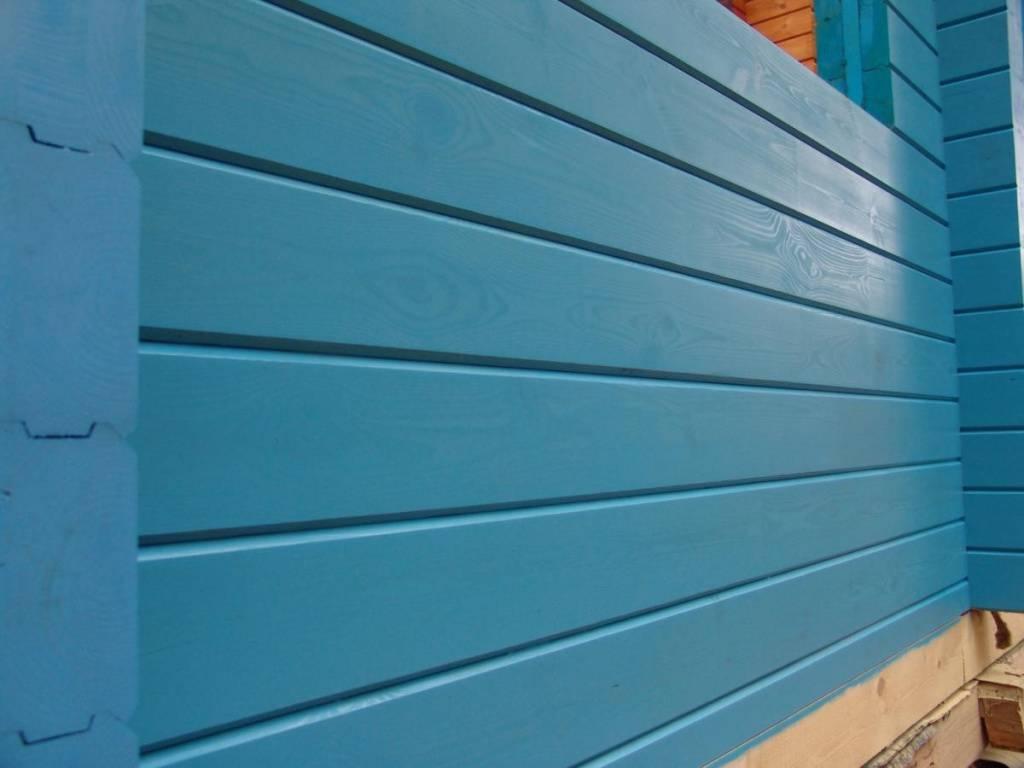 Покраска стен деревянного дома