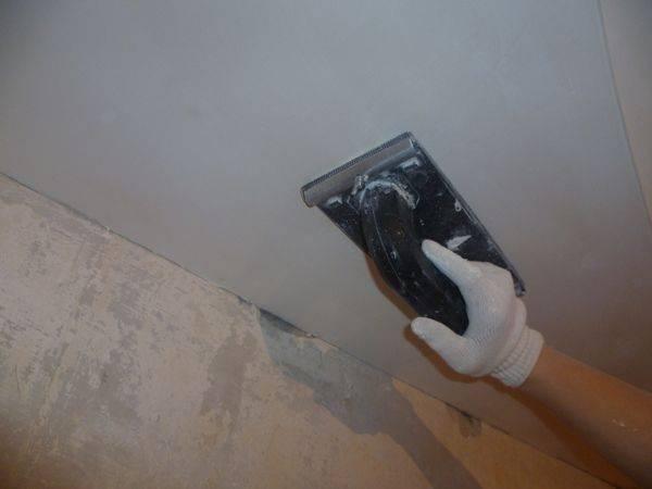 Как шпаклевать потолок: способы выбора и нанесения шпаклевки.