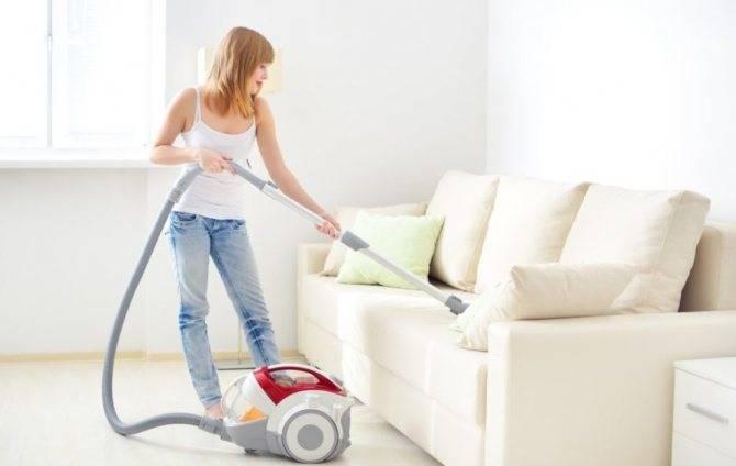 Чистка дивана в домашних условиях (50 фото): как быстро и эффективно почистить обивку из ткани от грязи и слайма своими руками?