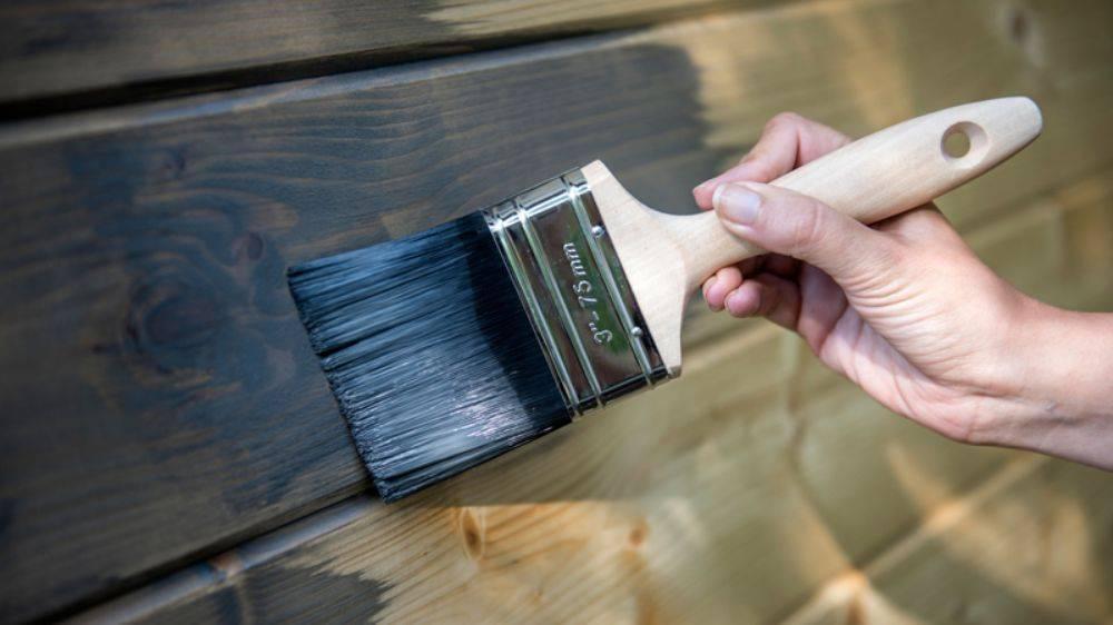 Акриловая краска по дереву: технология нанесения для внутренних и внешних работ