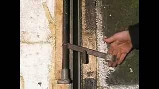 Запоры для гаражных ворот своими руками: виды и как сделать наружные запоры с поджимом