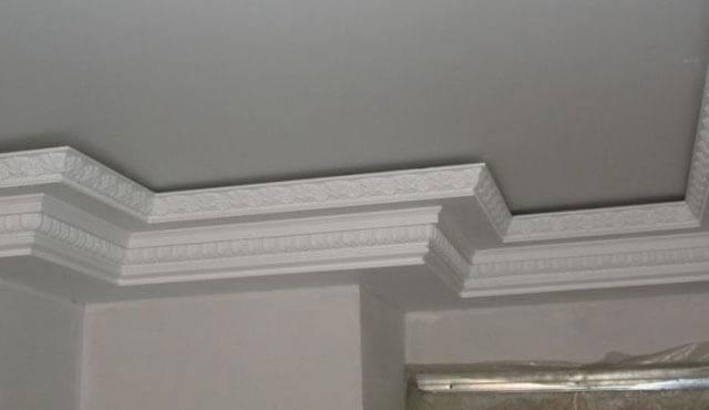 Виды потолочных плинтусов: какие бывают плинтуса для потолка, узкий, инжекционный, экструдированный, разновидности, из чего делают