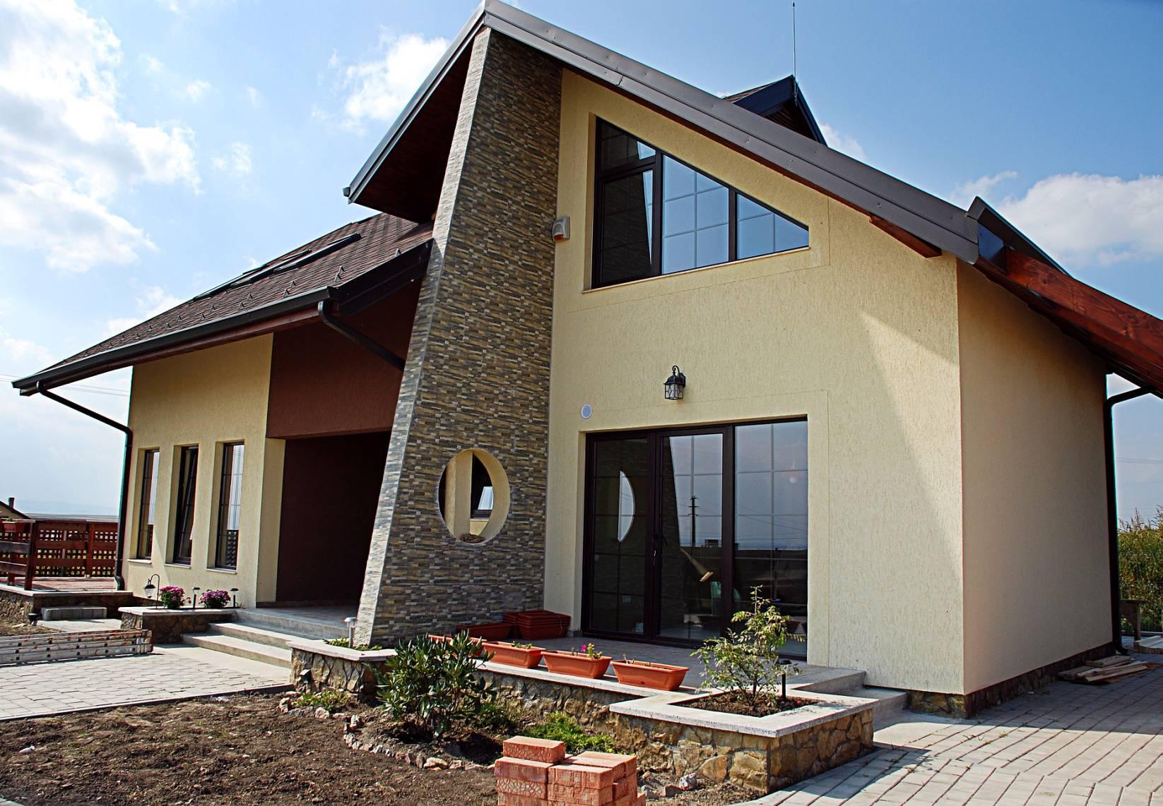 Дизайн мансарды с двускатной крышей: 22 фото