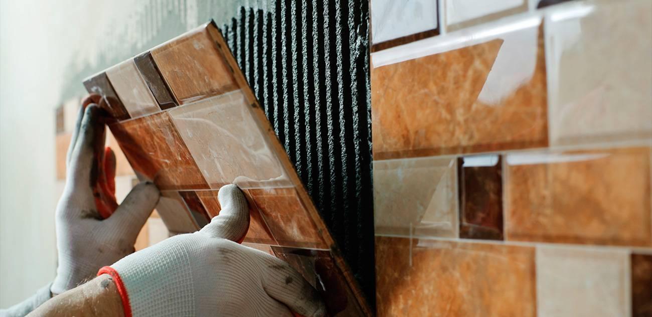 Откуда начинать класть плитку в ванной: последовательность укладки
