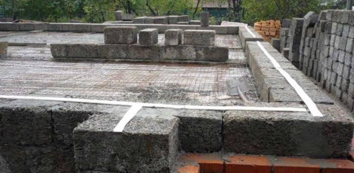 Строительство стен дома из монолитного арболита