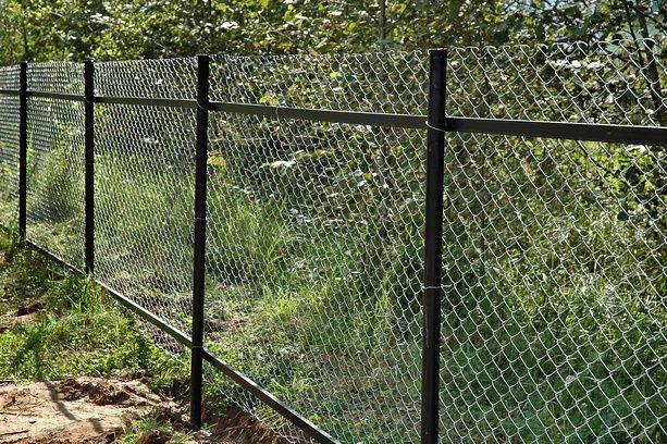 Забор из рабицы своими руками: пошаговый процесс изготовления и монтажа