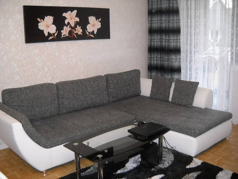 Стиль плюс домашний уют: какие обои выбрать для гостиной, чтобы чувствовать себя комфортно