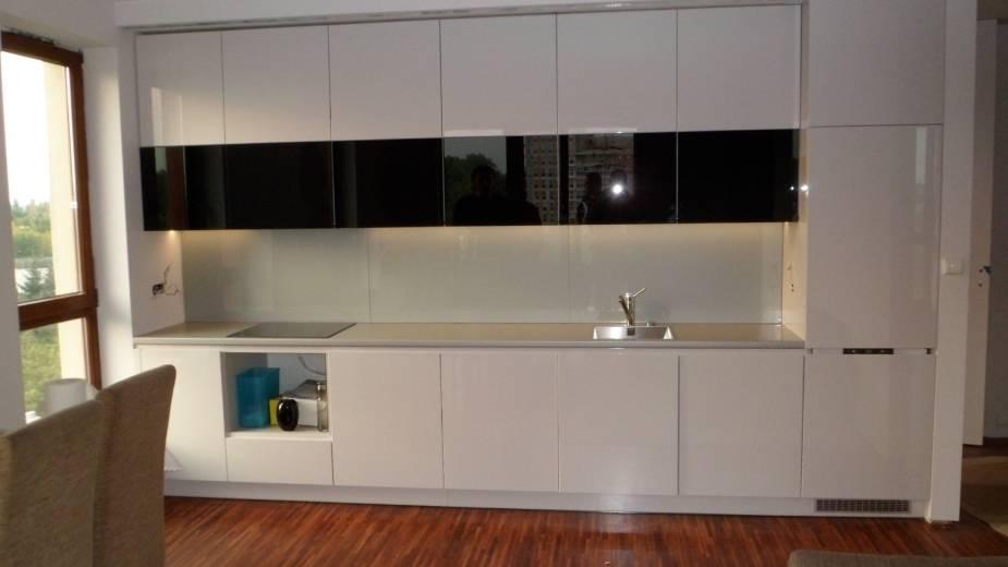 5 фактов-отзывов о глянцевых фасадах для кухонного гарнитура: что миф, а что реальность?