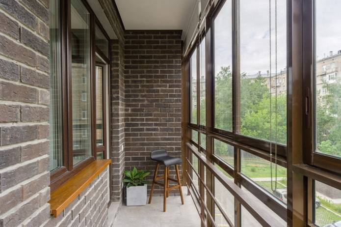 Отделка балкона декоративным камнем, виды и монтаж камня