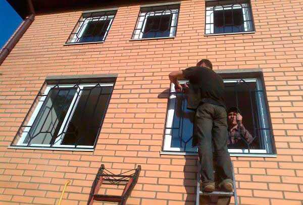 Металлические решетки на окна: оригинальные варианты оформления