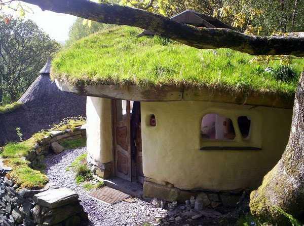 Строительство дома из дров и глины. видео