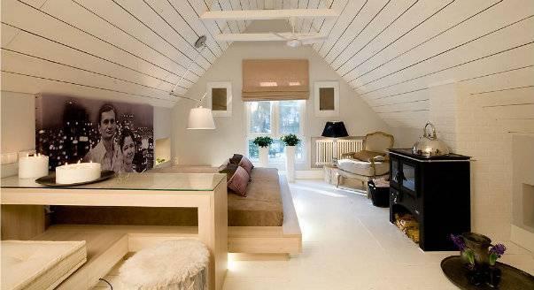 Гардеробная в мансарде (51 фото): расположенная под уклоном в частном доме